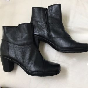 NWT Clark's  Black Leather Ankle Booties SZ 8